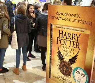 """""""Harry Potter i Przeklęte Dziecko"""". Nocna premiera książki w Empiku"""