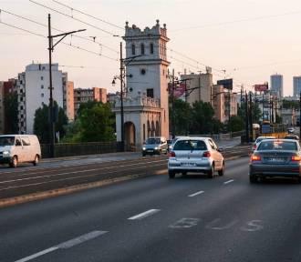 Droga dla rowerów przez most Poniatowskiego zamiast pasa ruchu. Pomysł podzielił mieszkańców