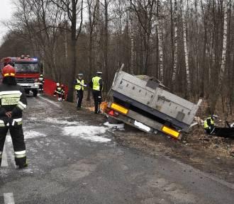 Tragiczny wypadek na trasie Pisz–Orzysz. Zginęły dwie osoby [ZDJĘCIA]