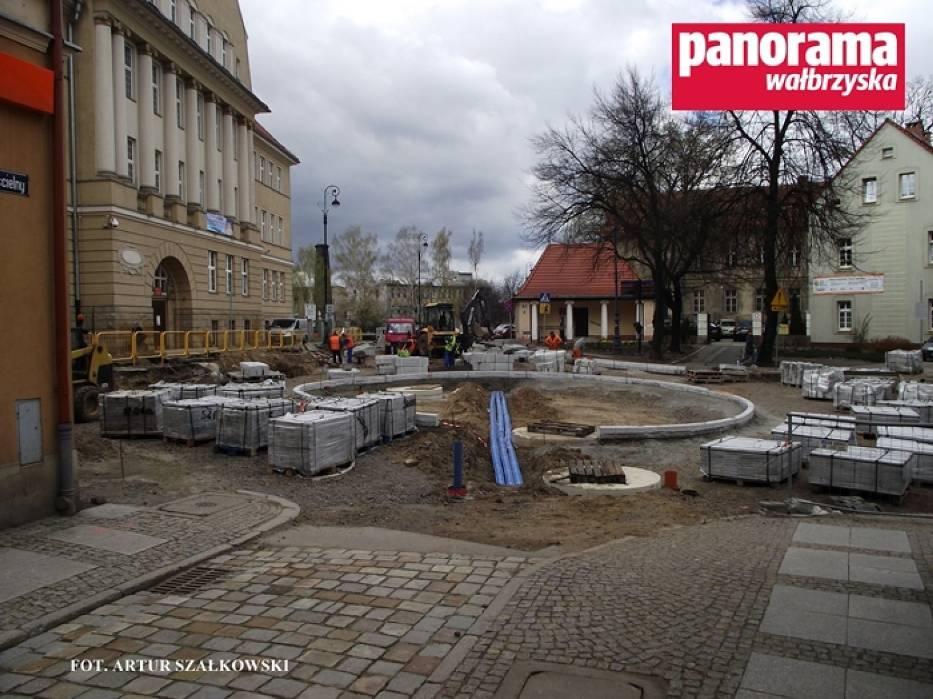 Trwa budowa ronda na skrzyżowaniu ulic Limanowskiego i 1 Maja w Wałbrzychu