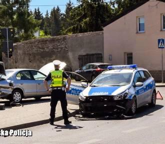 Pościg i strzelanina na ulicach Żar. Uciekający wjechał w radiowóz