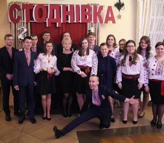 Studniówka uczniów IV Liceum Ogólnokształcącego z Legnicy [ZDJĘCIA]