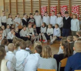 Dzień dla Niepodległej w szkole w Korzeniewie [ZDJĘCIA]