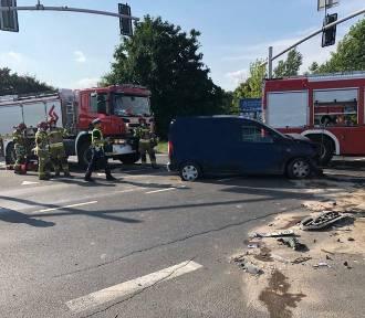 Wypadek w Bytomiu. Zderzyły się dwa samochody osobowe. Trzy osoby trafiły do szpitala