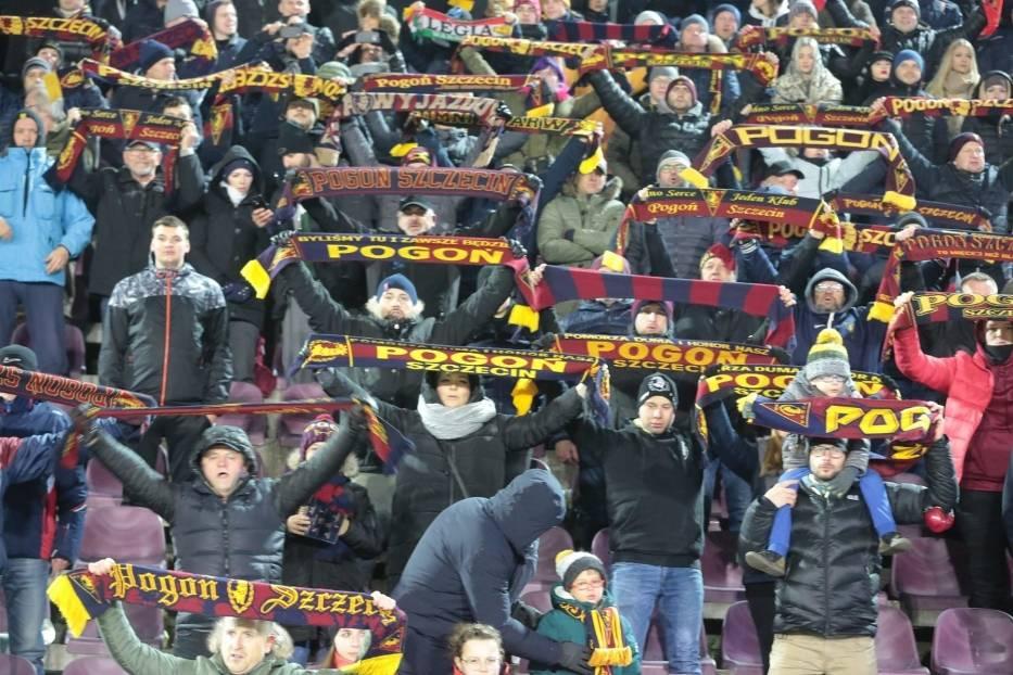 Prawie 3800 kibiców oglądało w sobotę powrót Pogoni Szczecin na fotel lidera