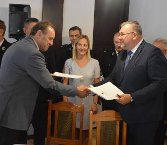 Umowy na dofinansowanie sprzętu dla OSP z powiatów kartuskiego i kościerskiego podpisane - ZDJĘCIA,