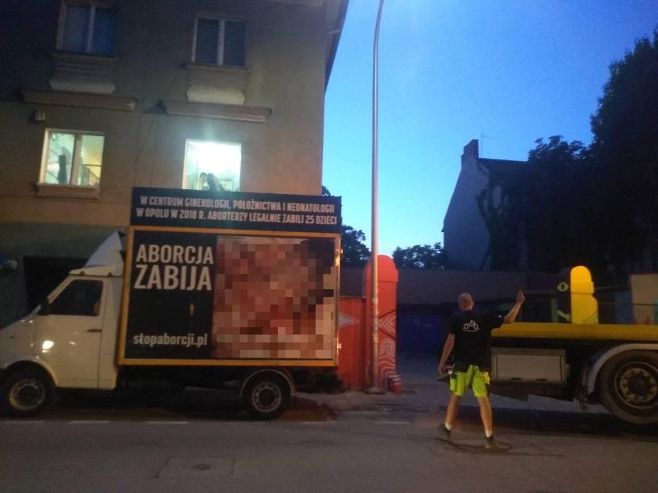 Pojazd Fundacji Pro-Prawo do Życia odholowano na zlecenie opolskiej policji