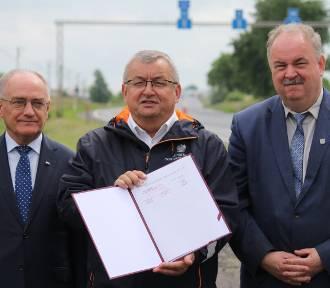Umowa na przebudowę drogi z Przemyśla do Medyki podpisana [ZDJĘCIA]