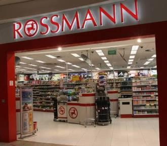 Promocja -55% w Rossmannie. Co kupić na wyprzedaży? Sprawdź, co polecają urodowe youtuberki!