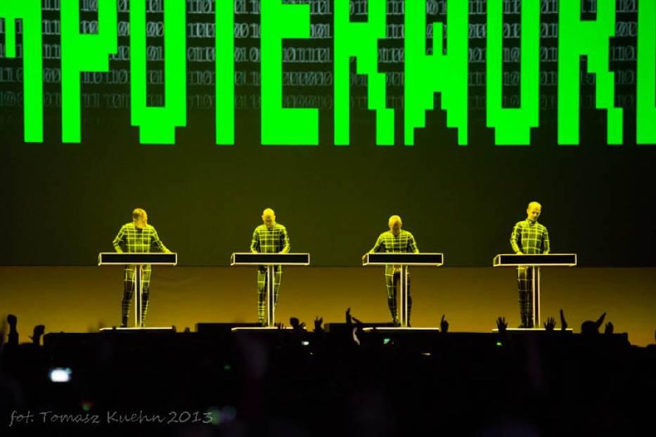 Kraftwerk zagrał w Poznaniu: Było jak z kosmosu i do tego w 3D [zdjęcia]