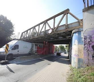 Trwa rozbiórka wiaduktu nad ulicą Wolności w Zabrzu