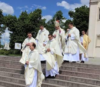 Pięciu nowych księży w Archidiecezji Gnieźnieńskiej. Uroczystość w katedrze