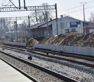 Modernizacja linii kolejowej, roboty na peronie w Myszkowie ZDJĘCIA