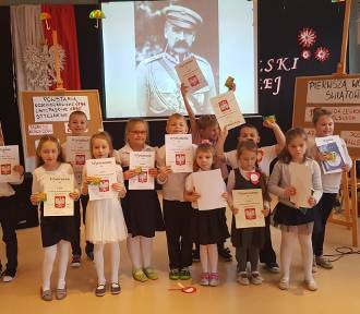 Uczniowie z Nowego Dworu uczcili rocznicę polskiej niepodległości FOTO