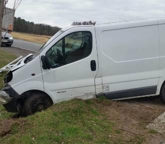 Bus zderzył się z ciężarowki. Oba pojazdy wypadły z drogi