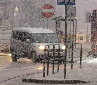Uwaga, oblodzenia na śląskich drogach. IMGW ostrzega kierowców