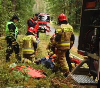 Poszkodowany w lesie w Stradomi. Strażacy sprawdzają swoje umiejętności ZDJĘCIA