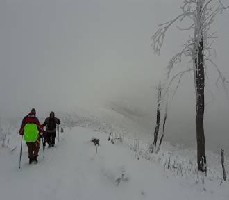 Trudne warunki na beskidzkich szlakach. Ratownicy GOPR apelują o ostrożność