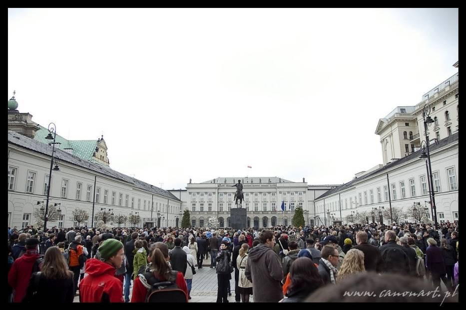 Przedpołudnie przed Pałacem Prezydenckim