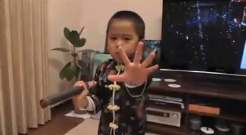 Ten chłopczyk będzie nowym Brucem Lee