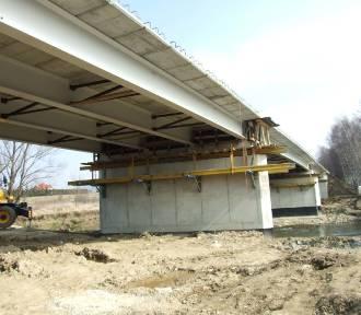Budowa mostu na Wisłoku w Odrzykoniu zbliża się do końca. Zobacz postęp prac [ZDJĘCIA]