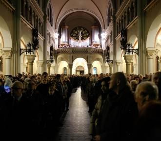 Pasterki z udziałem biskupów archidiecezji katowickiej. W archikatedrze, Bogucicach i Panewnikach