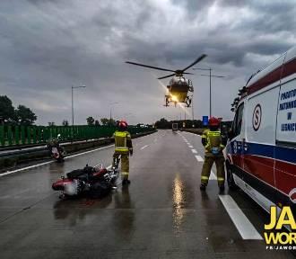 Dramatyczny wypadek na A4. Motocyklista upadł, przejechał go jeszcze samochód!