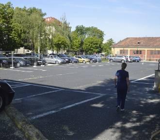 Głogów: Parking przy szpitalu jednak może się zapaść. Zasypią przedwojenną piwnicę?