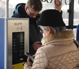 Kłótnia radnych o ceny biletów miesięcznych na autobusy i tramwaje. Kiedy zniżki dla krakowian?