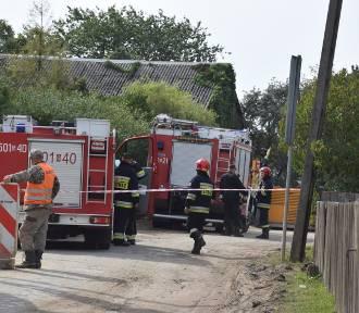 Wypadek w Darzlubiu (wrzesień 2018). 37-letni pracownik firmy wpadł do studzienki kanalizacyjnej.