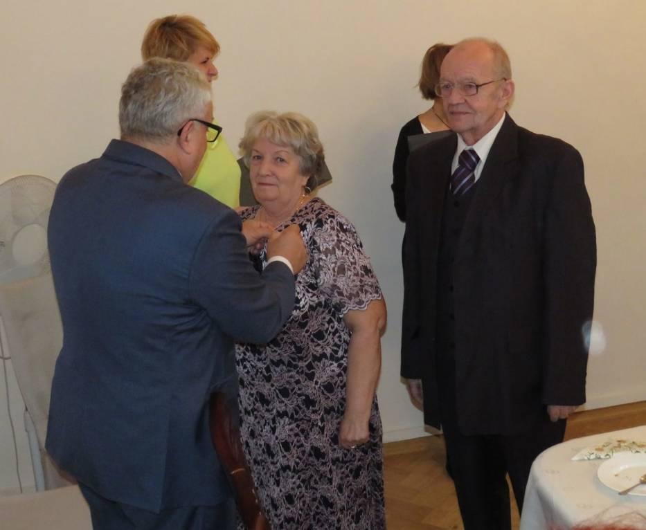 W Urzędzie Stanu Cywilnego w Tarnowskich Górach odbyło się spotkanie z jubilatami, którzy świętowali okrągłe rocznice ślubu