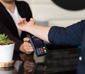 Podskórnym implantem zapłacisz za zakupy lub drinka