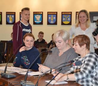 Szkoły powiatowe z Łowicza wprowadzają dla uczniów mLegitymacje [ZDJĘCIA]