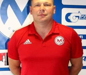 """Mariusz Bekas: """"Kibice chcą dobrej piłki w Gnieźnie , staramy się naszą  postawą wynagrodzić zdarte"""