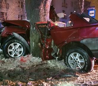 Śmiertelny wypadek w Milowicach. Młody kierowca zginął na miejscu, uderzył w drzewo