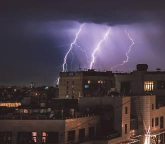Pogoda dla Dolnego Śląska. Nadciąga wichura. Wieczorem i w nocy czekają nas burze, ulewny deszcze