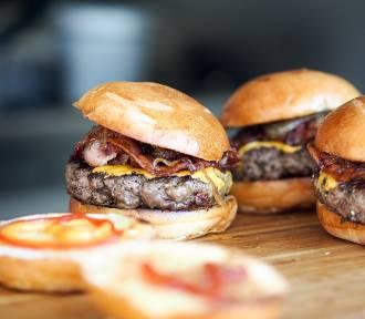 Darmowe frytki, napoje i burgery tańsze o 50% tylko do 19 lutego. [LISTA MIEJSC, ADRESY]
