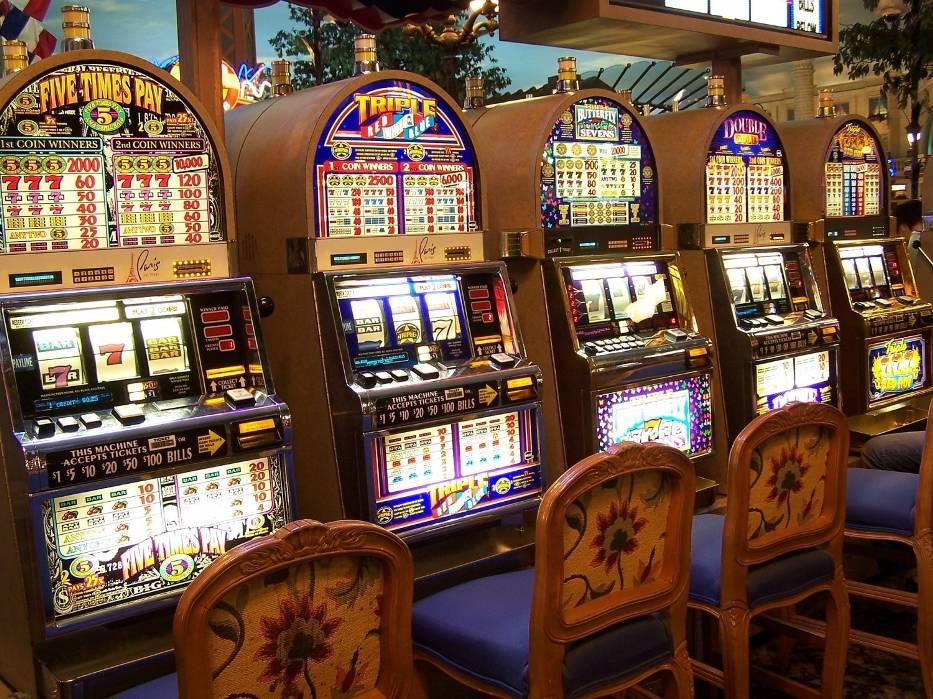 W Jastrowiu policjanci zabezpieczyli 5 nielegalnych automatów do gier hazardowych