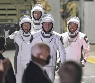 Statek Elona Muska z astronautami jest w drodze na Międzynarodową Stację Kosmiczną