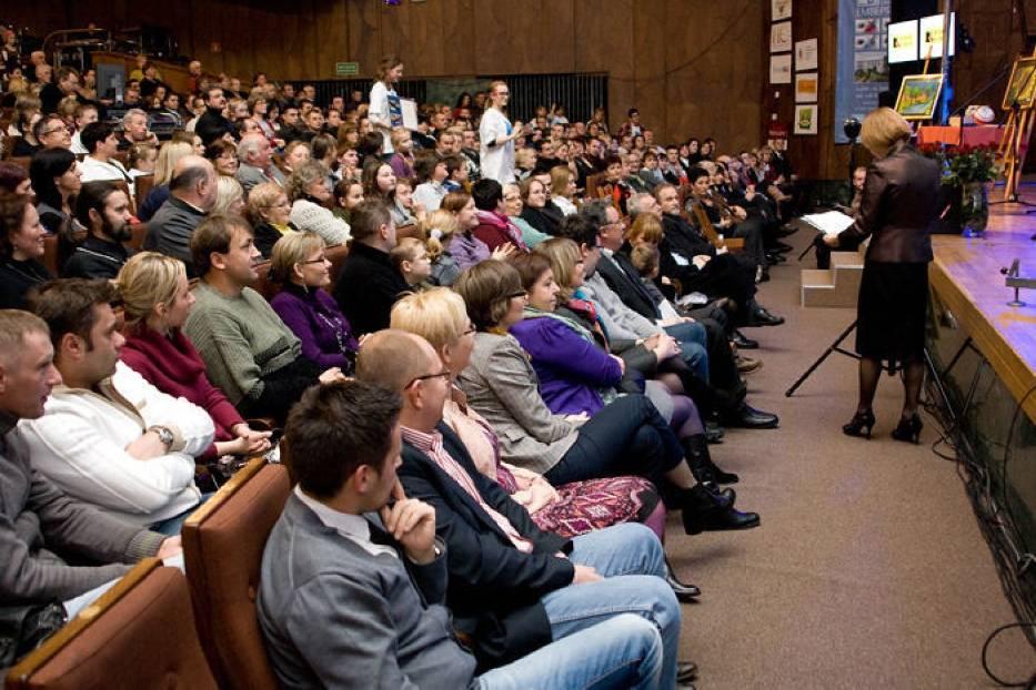 Przed koncertem odbyła się aukcja charytatywna, z której dochód był przeznaczony na Hospicjum Małego Księcia w Lublinie fot
