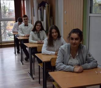 Prezydent Beata Klimek trzyma kciuki za gimnazjalistów na egzaminie