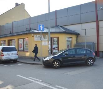 Napad na punkt bankowy w Bochni. Terrorysta ukradł 6 tys. zł, jest poszukiwany