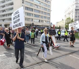 Mieszkańcy Wesołej nie chcą obwodnicy. Blokowali centrum miasta