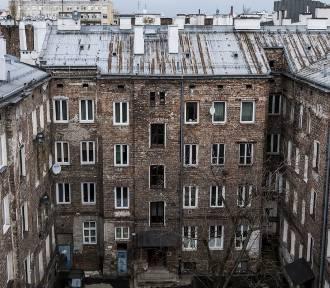 Targowa 62. Sprawiedliwi i ukryta studnia. Tajemnice neogotyckiej kamienicy w centrum Pragi