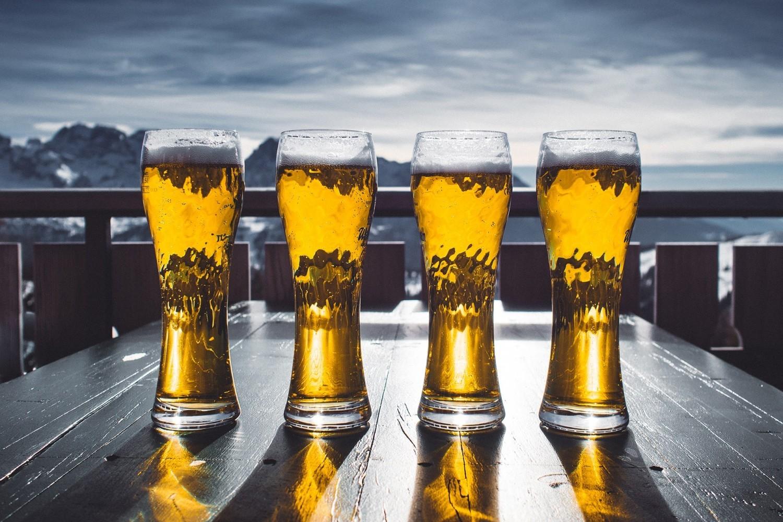 """Alkohol""""Zabrania się uprawiania narciarstwa lub snowboardingu na zorganizowanym terenie narciarskim w stanie nietrzeźwości lub pod wpływem środka odurzającego"""
