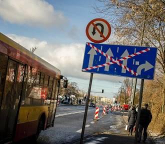 Drogowcy zaczęli zwężać Górczewską. Niedługo kierowcy będą mogli korzystać tylko z dwóch pasów.