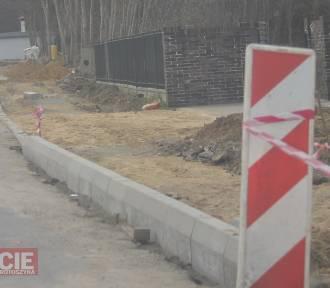 Budowa ścieżki pieszo-rowerowej w Chachalni [ZDJĘCIA]