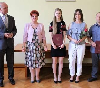 Starosta Złotowski wręczył nagrody najlepszym absolwentom szkół średnich [ZDJĘCIA]