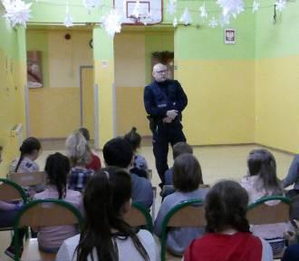 Lekcja z dzielnicowym w podstawówce w Krokocicach [FOTO]