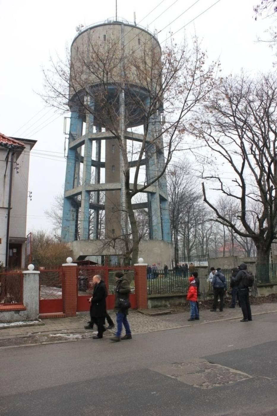 44-metrowa wieża ciśnień została wybudowana w 1936 roku przez firmę Kaller&Stanik